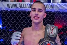 Bellator debutant Ricky Bandejas treft James Gallagher tijdens Bellator 204