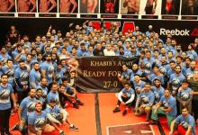 Khabib Nurmagomedov uitgezwaaid bij AKA
