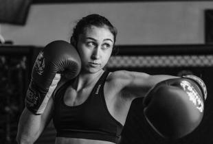 Ongeslagen Colombiaanse LFA Kampioene Sabina Mazo tekent UFC contract