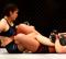 Paige VanZant vecht tegen Poliana Botelho tijdens UFC 236