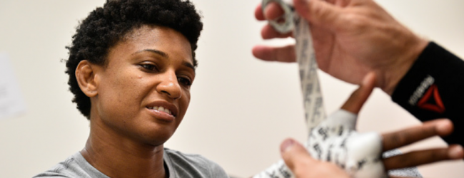 Angela Hill vervangt trainingspartner Jessica Penne tegen Jodie Esquibel in Fort Lauderdale