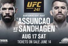 Raphael Assuncao treft Cory Sandhagen tijdens UFC 241 in Anaheim