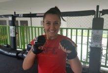 Emily Whitmire treft UFC debutante Amanda Ribas tijdens UFC Minneapolis
