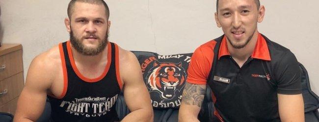 Kirgiziër Rafael Fiziev treft Braziliaan Alex da Silva tijdens UFC Montevideo