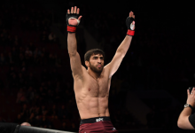 Magomed Mustafaev treft Don Madge tijdens UFC 242 in Abu Dhabi