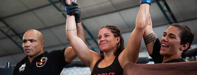 Braziliaans onderonsje tussen Karol Rosa en Lara Procopio tijdens UFC Shenzhen