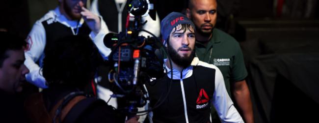 Zubaira Tukhugov treft ongeslagen debutant Lerone Murphy tijdens UFC 242 in Abu Dhabi