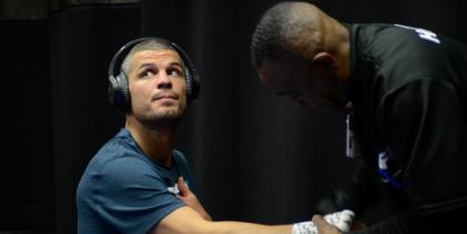 Matt Wiman treft UFC debutant Joe Solecki tijdens UFC Washington