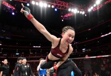 Strawweights Yan Xiaonan en Ashley Yoder vechten tijdens UFC Singapore