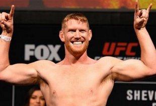 Zak Cummings krijgt de lachende Sam Alvey tijdens UFC Fight Night 189