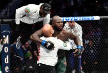 Francis Ngannou treft Jairzinho Rozenstruik tijdens het Main Event van UFC Columbus