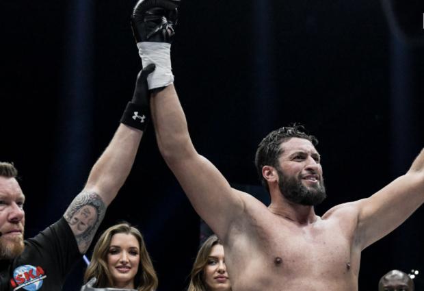 Jamal Ben Saddik tekent meerjarig contract bij GLORY Kickboxing