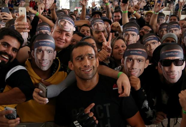 Fabricio Werdum keert terug van schorsing tegen Alexey Oleynik tijdens UFC 250 in São Paulo