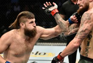 Tanner Boser treft Philipe Lins tijdens UFC evenement op 27 juni