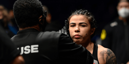 Claudia Gadelha treft Yan Xiaonan tijdens UFC evenement op 26 september