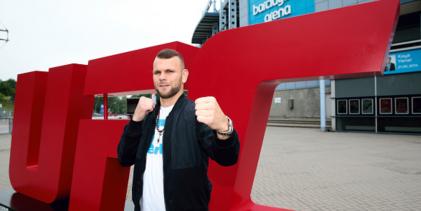 Jessin Ayari treft Luigi Vendramini tijdens UFC evenement op 3 oktober in Abu Dhabi