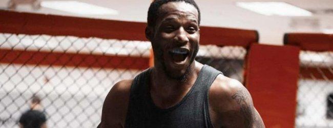 Karl Roberson treft Dalcha Lungiambula tijdens UFC 256