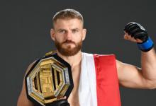 Jan Blachowicz verdedigt Light-Heavyweight titel tegen Israel Adesanya tijdens UFC 259