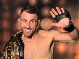 Alexander Volkanovski vs. Brian Ortega tijdens UFC 260
